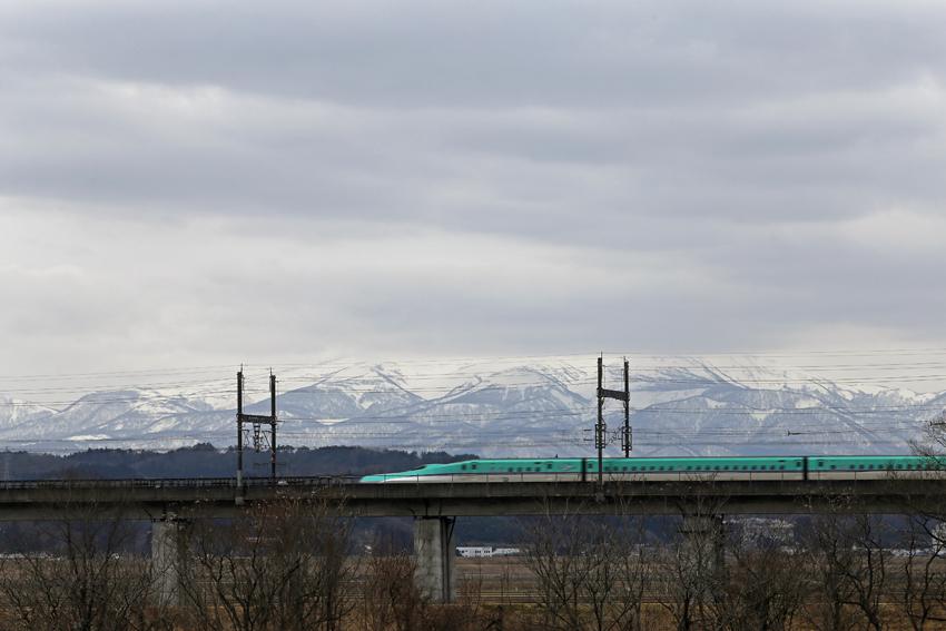 20170222舞川北上川陸橋を通過する新幹線2