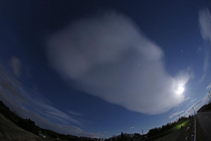 20170316巨大な雲と月と星2