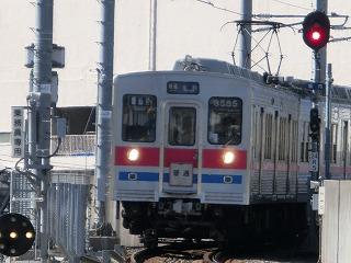 高砂駅発車後高架線を降りてくる3588F