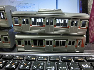 ボディーの基本塗装が終った「千葉ニュータウン鉄道 9000形」②