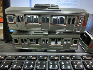 ボディーの基本塗装が終った「千葉ニュータウン鉄道 9000形」③