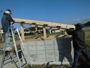 堆肥置き場の屋根作り8
