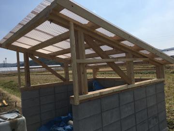 堆肥置き場の屋根まで完了
