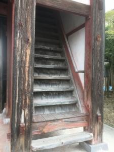 山門の階段