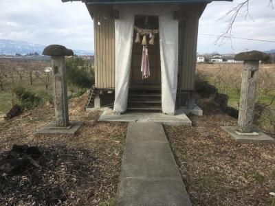 土塁上の神社