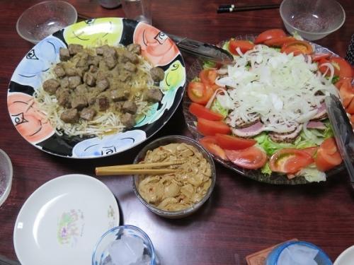 合鴨サラダ、サイコロステーキとモヤシ炒めオニオンソース