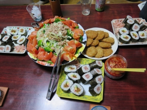 半額マグロ寿司、超大特価太巻き、岩下の新しょうが、コロッケ