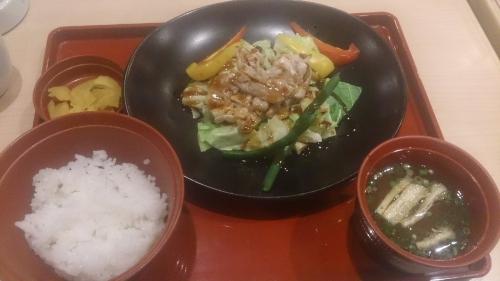 温野菜と豚肉の定食(オイスターソース)