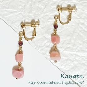 ピンクオパールの変形カットとガーネットのイヤリング