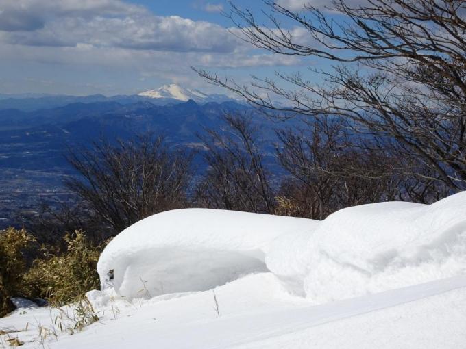 雪庇と浅間山