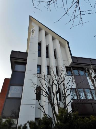 現札幌北一条教会 縦長窓