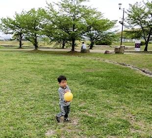 ボール遊び (2)