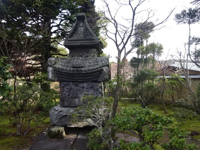 三養荘 石塔