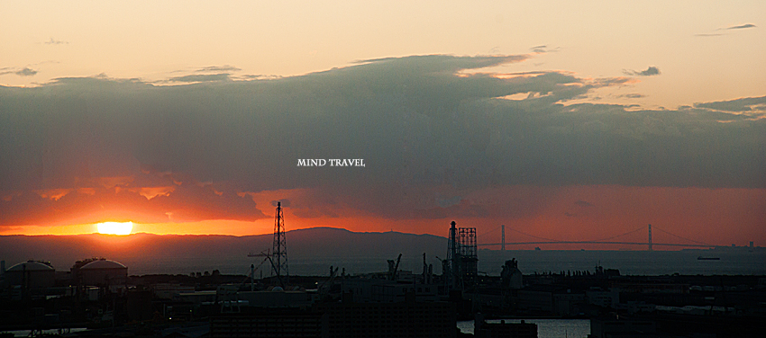 堺市庁舎展望ロビーより明石海峡を望む