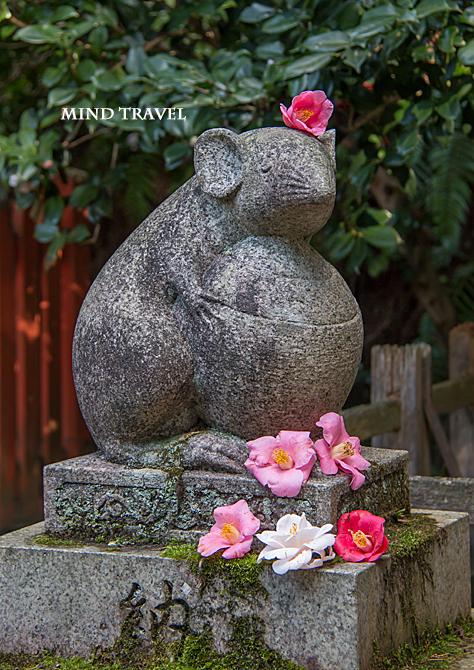 大豊神社 狛鼠 吽形