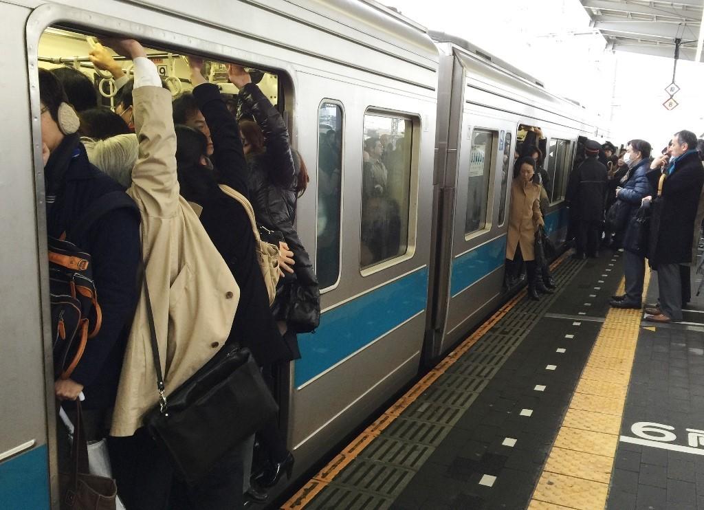 鉄道会社「乗車率100%?せや!」
