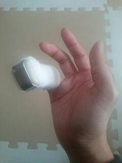 右手薬指、シーネ裏側