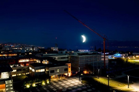 SpY-sets-a-glowing-crescent-moon-above-the-swiss-landscape-designboom-02 眉