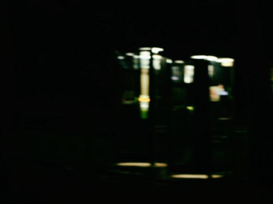 夜の電話箱