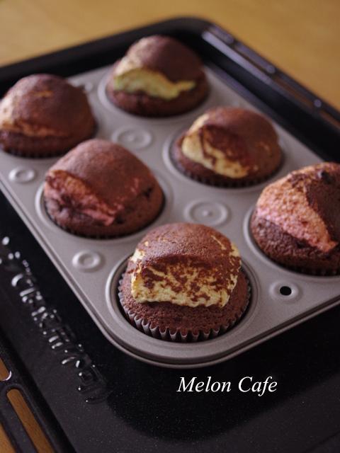 大きなマシュマロのおもしろ簡単チョコレートマフィン