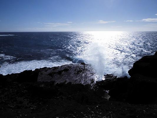 01703ハナロ潮吹き岩