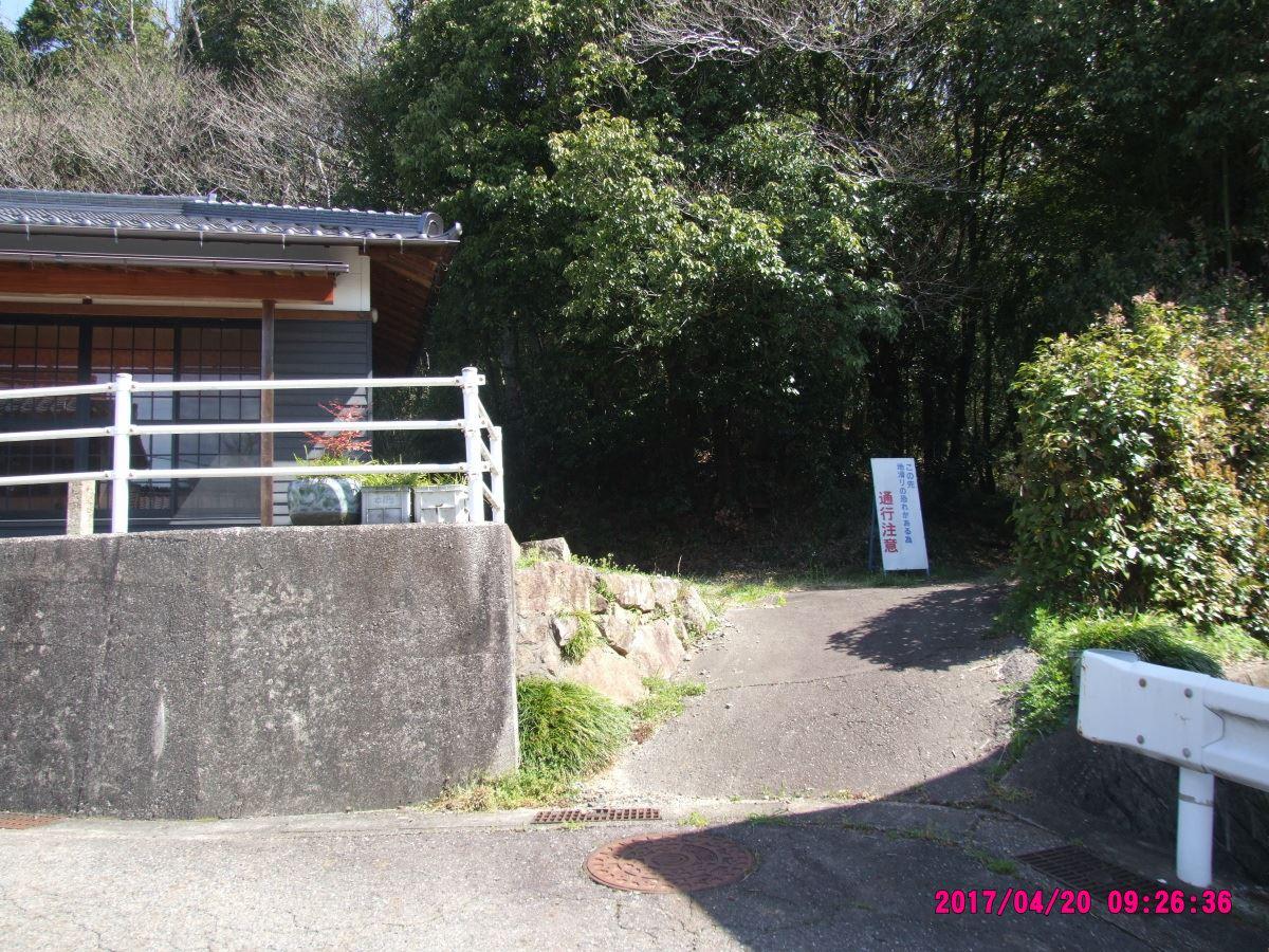 十王堂東側の山道入口