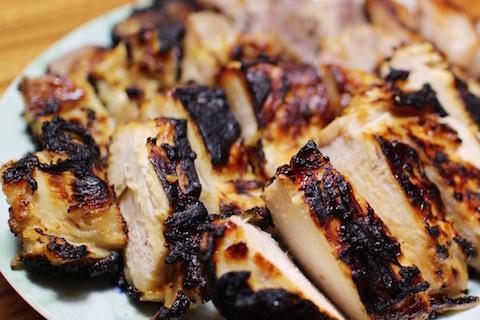 塩麹に漬けた鶏むね肉のグリル