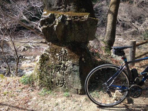 【春間近の龍神峡】・1