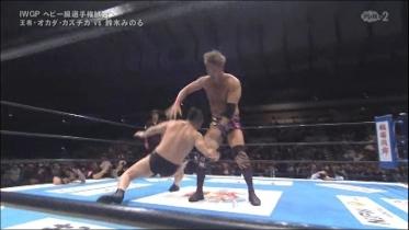 返ってきた鈴木は潜り込んでの、