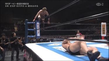 鈴木がリングに戻るのを待って、
