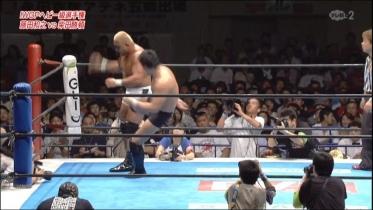 藤田はマウスピースを叩き付け、