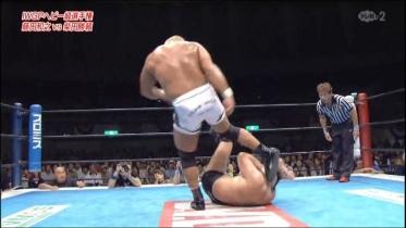 そして頭部への蹴り!!