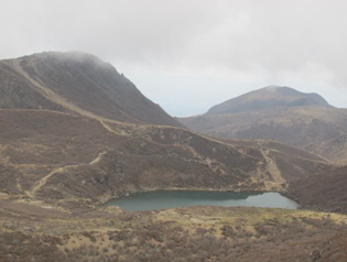 中岳から御池、その左が久住山