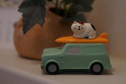 実際に車の上に乗られると焦るんだが。