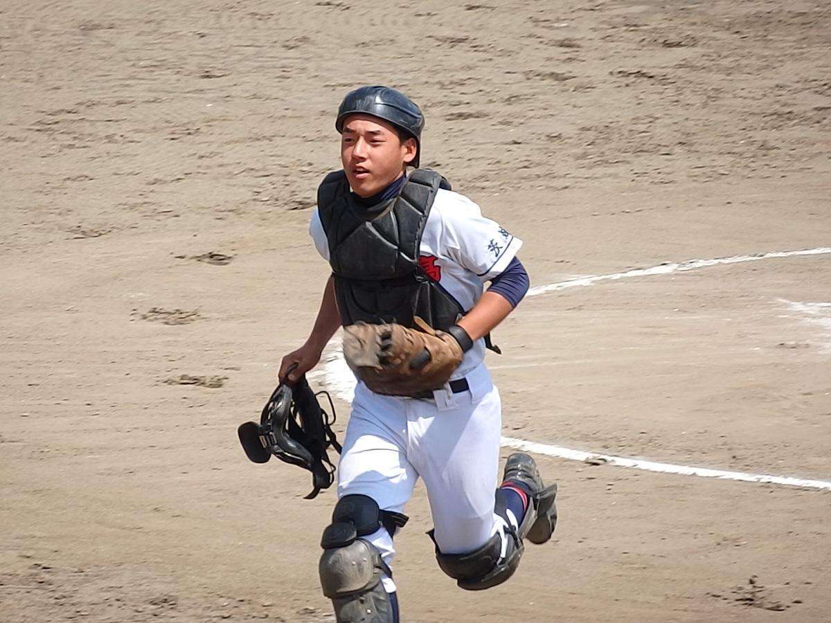 06_盗塁を刺してエースの立ち上がりを助ける那珂湊の捕手西野くん