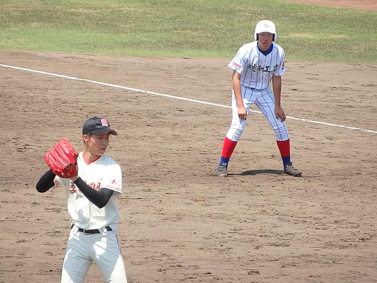 20_10回裏、土浦日大のエース富田くんはサヨナラのランナーを背負う苦しいマウンド