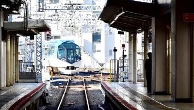 近鉄京都駅に特急しまかぜ入線
