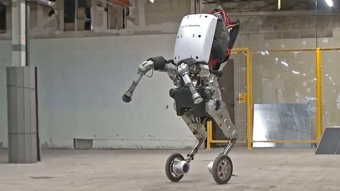 """【ヤバイ】""""あの""""四足歩行マシンが超絶進化!ジャンプ、雪道走行まで可能で完全にSFの世界だろこれ!"""