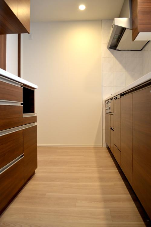 食器棚とシステムキッチンの面材合わせ