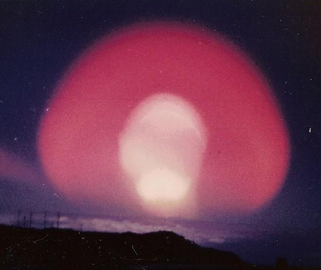 【EMP】高高度核爆発による「電磁パルス」により、電子機器が利用不可になり現代文明は終焉に…その脅威に備えろ!