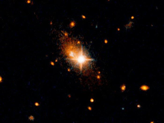 【NASA】ブラックホールが弾かれる…重力波の反動か