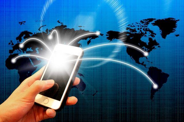【radiko】ラジオがネット配信で進化!スマホで聞きSNSにもシェア…災害時のライフラインにも