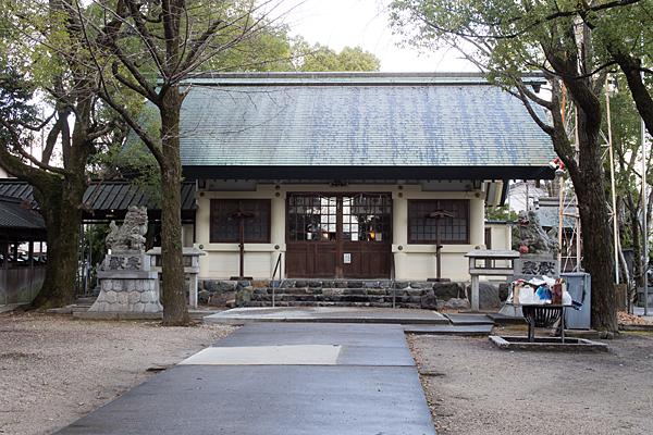 六所社拝殿