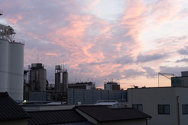 アサヒビール工場と夕焼け空