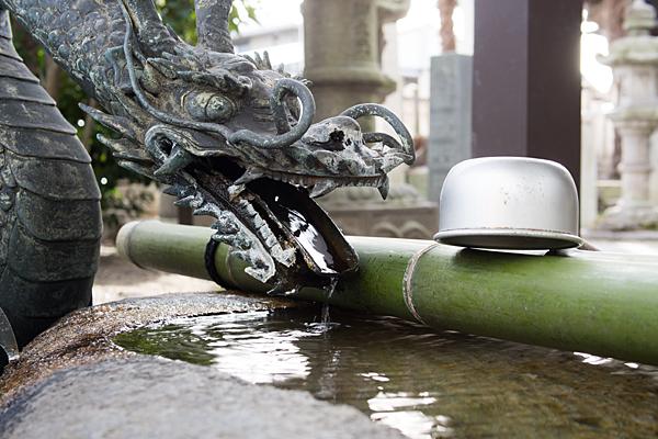 南押切神明社手水舎の龍