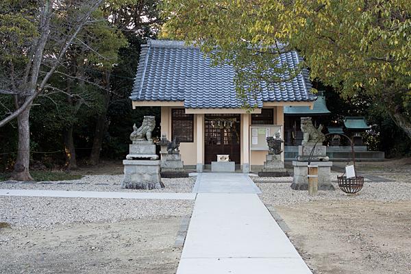 和爾良神社拝殿と狛犬
