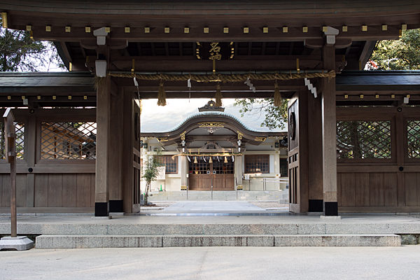 針名神社神門と拝殿