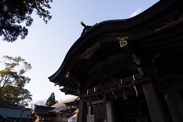 針名神社拝殿シルエット