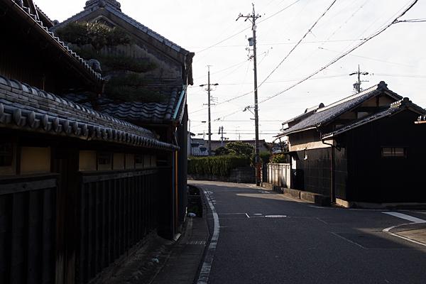 旧街道の光と影