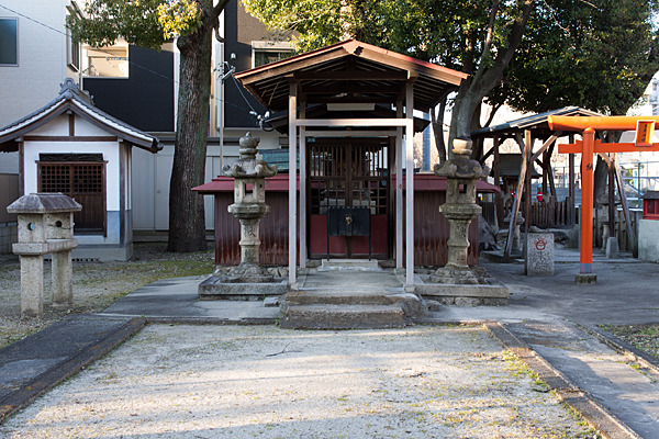 稲荷神社社殿正面